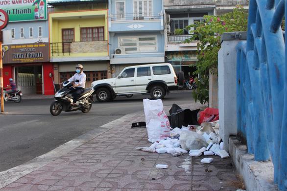 Sài Gòn ra đường là gặp rác thải - Ảnh 7.