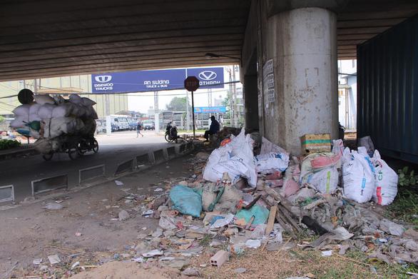 Sài Gòn ra đường là gặp rác thải - Ảnh 10.