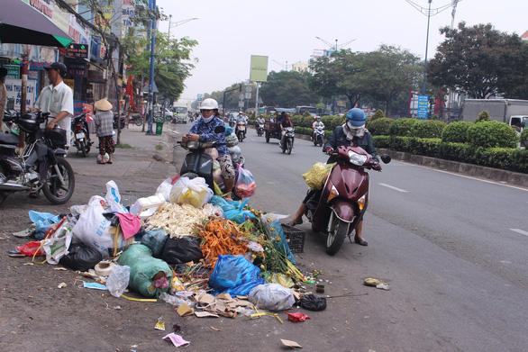 Sài Gòn ra đường là gặp rác thải - Ảnh 3.