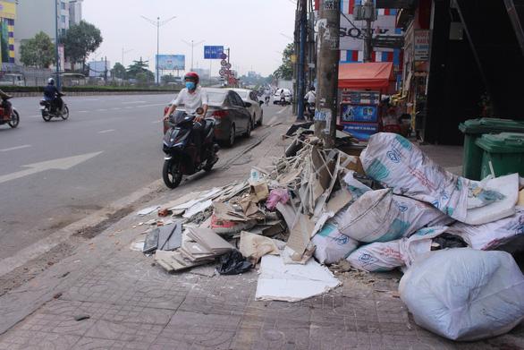Sài Gòn ra đường là gặp rác thải - Ảnh 4.