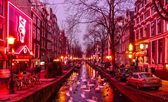 Phố đèn đỏ nơi cấm nơi cho: 18 năm phố đèn đỏ Hà Lan - Ảnh 3.