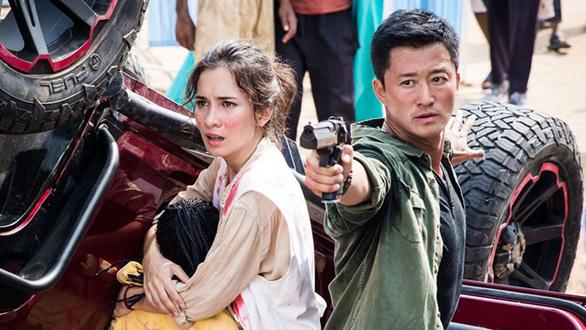 Điện ảnh Việt đang vay mượn niềm tự hào từ phim ngoại? - Ảnh 6.