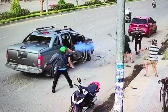 Điều tra vụ bắn, chém như phim ở Nhơn Trạch - Ảnh 1.