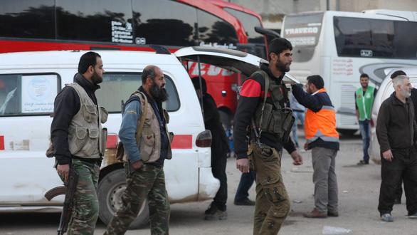 Quân nổi dậy Syria chỉ chỗ gài mìn để được thoát đi - Ảnh 2.