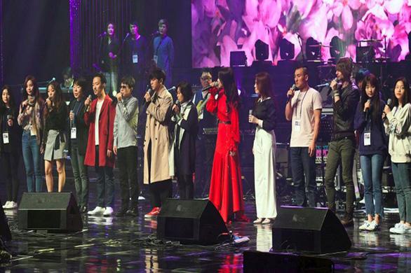 Ông Kim Jong Un vỗ tay theo nhạc khi coi K-pop biểu diễn - Ảnh 4.
