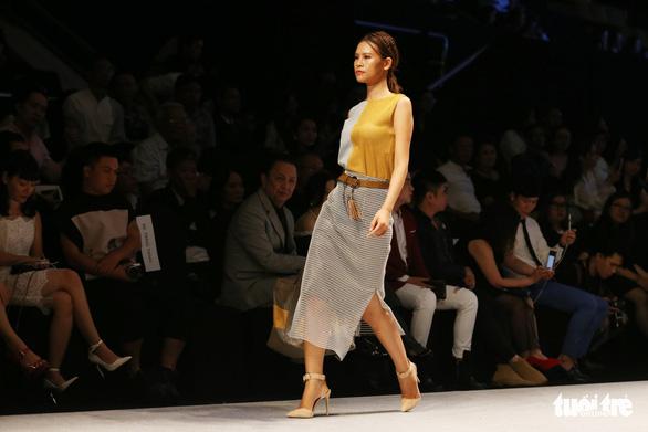 Hoa hậu chuyển giới quốc tế Hương Giang làm vedette trên sàn diễn - Ảnh 4.