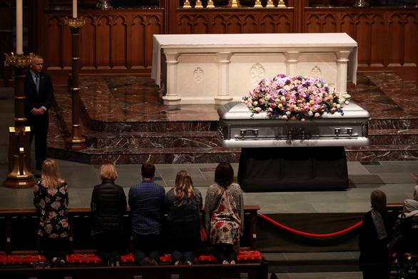 Barbara Bush dành cả đời chăm chút chồng và 5 con - Ảnh 9.