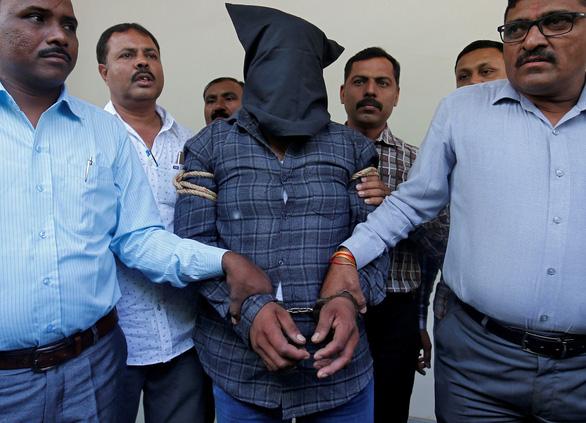 Ấn Độ sẽ có luật tử hình kẻ hiếp dâm trẻ dưới 12 tuổi - Ảnh 1.
