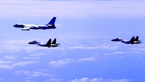 Tàu sân bay Trung Quốc tập trận dằn mặt Đài Loan - Ảnh 3.