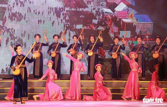 Hàng vạn khách xem show nghệ thuật mừng Giỗ Tổ Hùng Vương  - Ảnh 7.