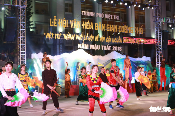 Hàng vạn khách xem show nghệ thuật mừng Giỗ Tổ Hùng Vương  - Ảnh 2.