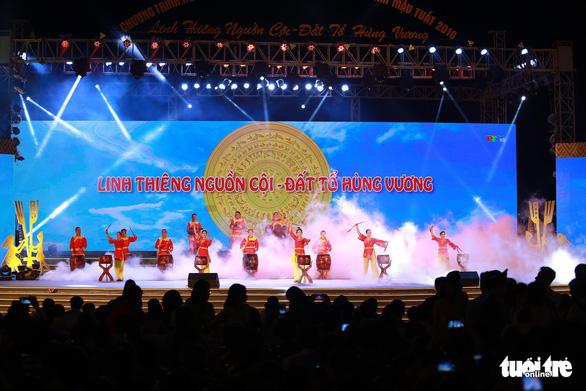 Hàng vạn khách xem show nghệ thuật mừng Giỗ Tổ Hùng Vương  - Ảnh 3.