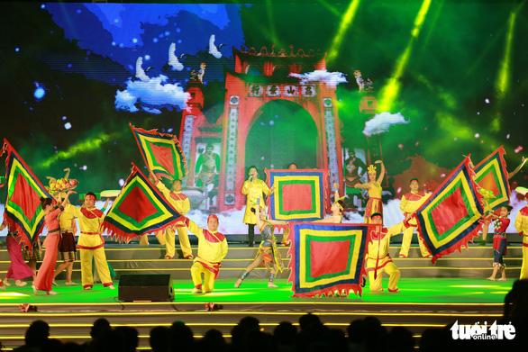Hàng vạn khách xem show nghệ thuật mừng Giỗ Tổ Hùng Vương  - Ảnh 4.