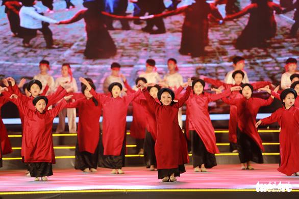 Hàng vạn khách xem show nghệ thuật mừng Giỗ Tổ Hùng Vương  - Ảnh 6.