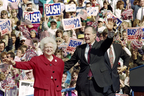 Barbara Bush dành cả đời chăm chút chồng và 5 con - Ảnh 7.
