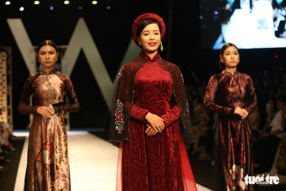 Chiều Xuân là hoàng hậu, Ngọc Trinh là công chúa diễn thời trang - Ảnh 2.