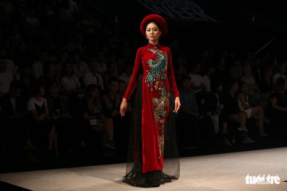 Chiều Xuân là hoàng hậu, Ngọc Trinh là công chúa diễn thời trang - Ảnh 11.