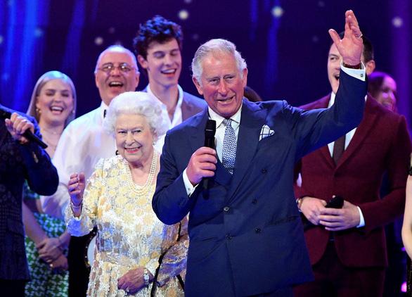 Vì sao Nữ hoàng Anh có 2 tiệc sinh nhật? - Ảnh 1.