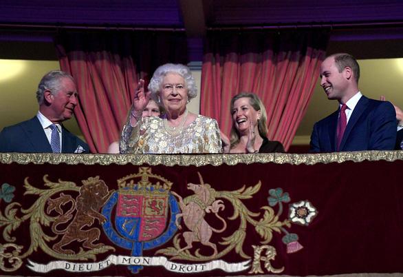 Vì sao Nữ hoàng Anh có 2 tiệc sinh nhật? - Ảnh 4.