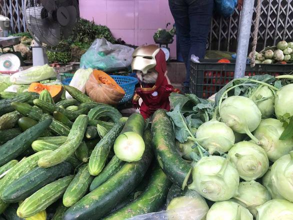 Chú mèo tên Chó hóa siêu anh hùng đi bán gà - Ảnh 3.