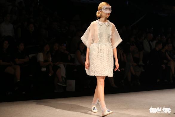 Đại sứ Ý làm người mẫu trình diễn thời trang Ý ở Sài Gòn - Ảnh 6.