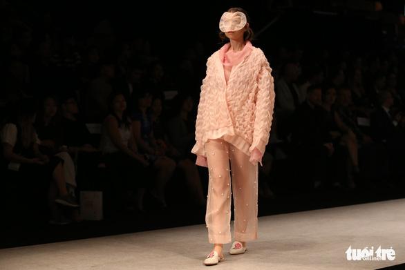 Đại sứ Ý làm người mẫu trình diễn thời trang Ý ở Sài Gòn - Ảnh 7.
