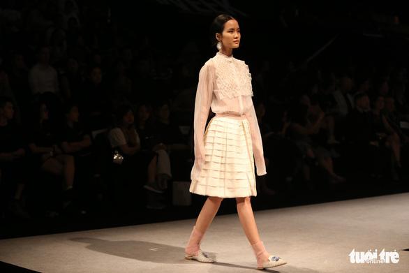 Đại sứ Ý làm người mẫu trình diễn thời trang Ý ở Sài Gòn - Ảnh 8.