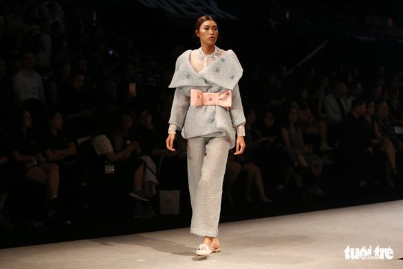 Đại sứ Ý làm người mẫu trình diễn thời trang Ý ở Sài Gòn - Ảnh 9.