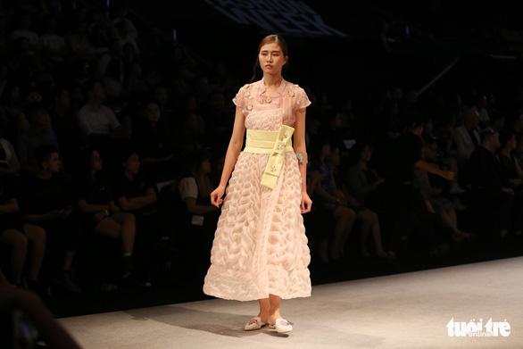 Đại sứ Ý làm người mẫu trình diễn thời trang Ý ở Sài Gòn - Ảnh 10.