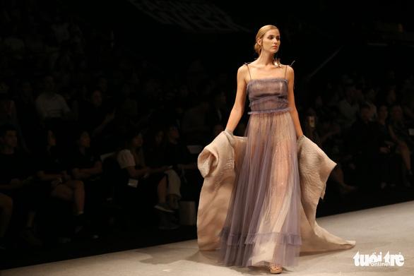 Đại sứ Ý làm người mẫu trình diễn thời trang Ý ở Sài Gòn - Ảnh 11.