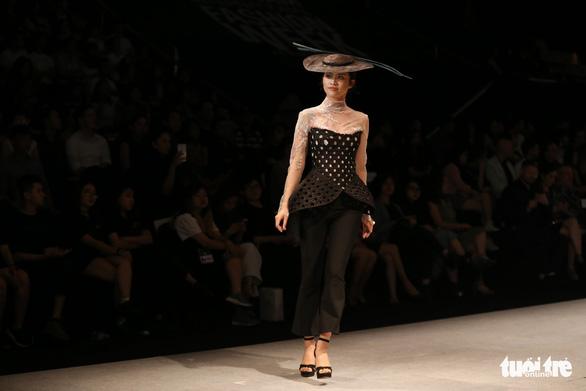 Đại sứ Ý làm người mẫu trình diễn thời trang Ý ở Sài Gòn - Ảnh 13.