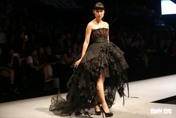 Đại sứ Ý làm người mẫu trình diễn thời trang Ý ở Sài Gòn - Ảnh 4.