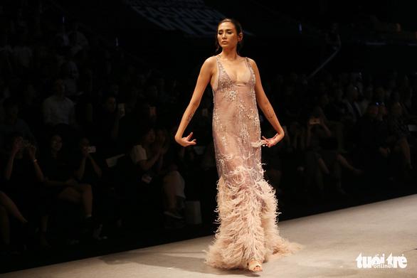Đại sứ Ý làm người mẫu trình diễn thời trang Ý ở Sài Gòn - Ảnh 5.