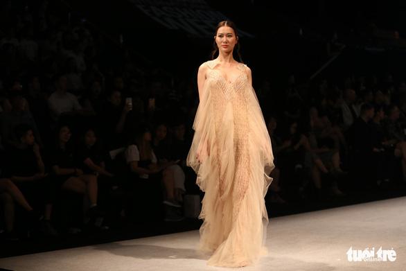 Đại sứ Ý làm người mẫu trình diễn thời trang Ý ở Sài Gòn - Ảnh 15.