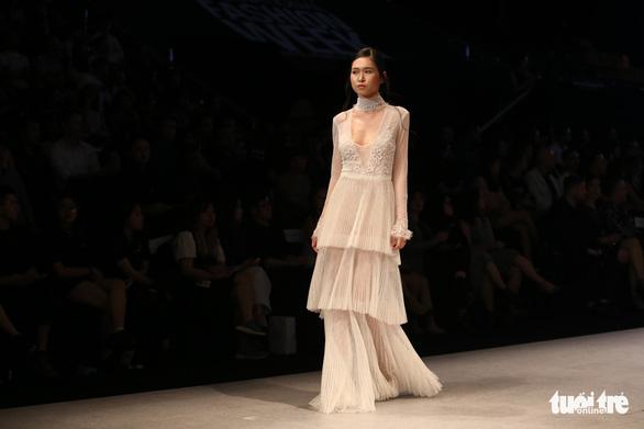 Đại sứ Ý làm người mẫu trình diễn thời trang Ý ở Sài Gòn - Ảnh 16.