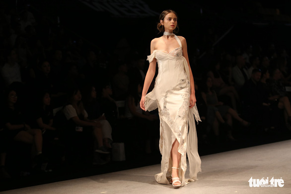 Đại sứ Ý làm người mẫu trình diễn thời trang Ý ở Sài Gòn - Ảnh 18.
