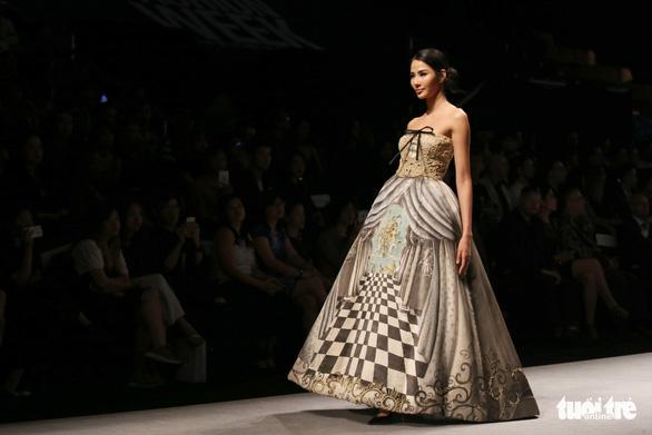 Đại sứ Ý làm người mẫu trình diễn thời trang Ý ở Sài Gòn - Ảnh 19.