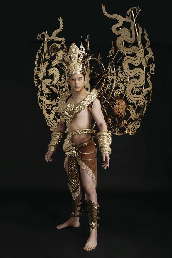 Trang phục dân tộc 40kg của đại diện Việt Nam thi Nam vương quốc tế - Ảnh 3.
