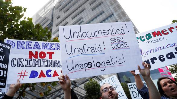 Thẩm phán Mỹ yêu cầu khôi phục chương trình DACA về nhập cư - Ảnh 1.