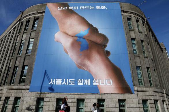 Hai thái cực ở Hàn Quốc trước thượng đỉnh liên Triều - Ảnh 1.