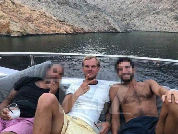 Gia đình Dj Avicii xác nhận con trai tự tử tại Oman - Ảnh 6.