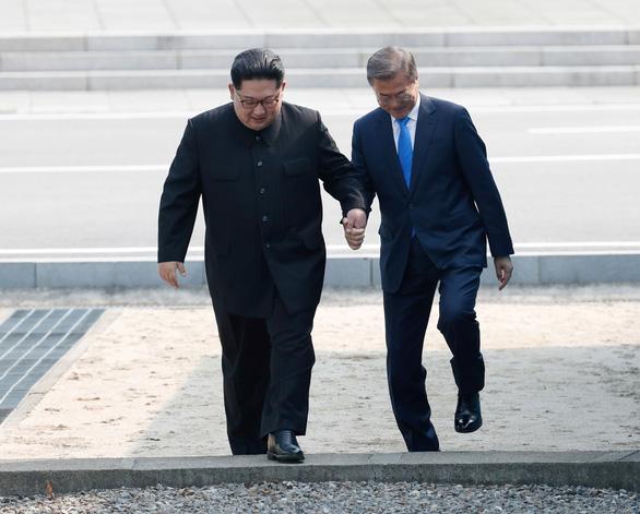 Giây phút lịch sử trên bán đảo Triều Tiên - Ảnh 1.