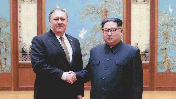 Vì sao Nhà Trắng công bố hình ảnh trùm CIA gặp ông Kim Jong Un? - Ảnh 1.