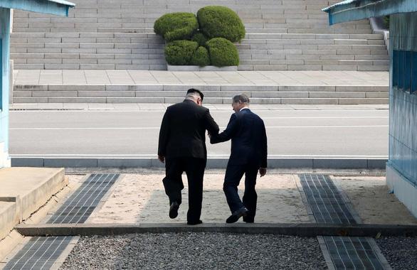 Chờ cú bắt tay Trump - Kim ở DMZ - Ảnh 3.