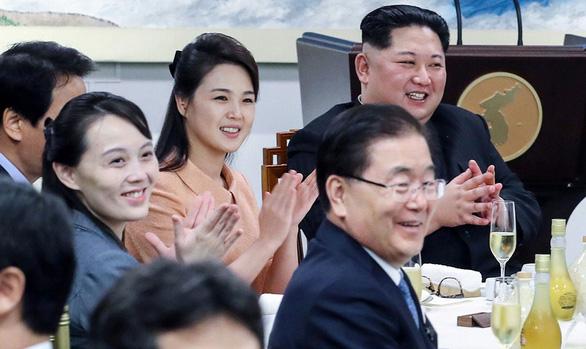 Ông Kim Jong Un dùng ngôn ngữ gì tại thượng đỉnh liên Triều? - Ảnh 2.