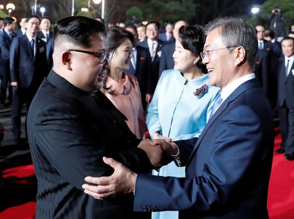 Triều Tiên chỉnh múi giờ trở lại như Hàn Quốc từ 5-5 - Ảnh 1.