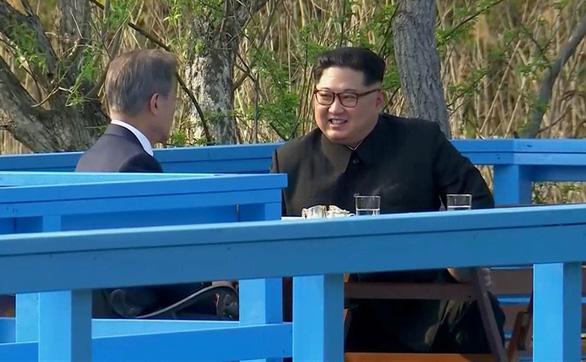 Ông Kim Jong Un dùng ngôn ngữ gì tại thượng đỉnh liên Triều? - Ảnh 1.