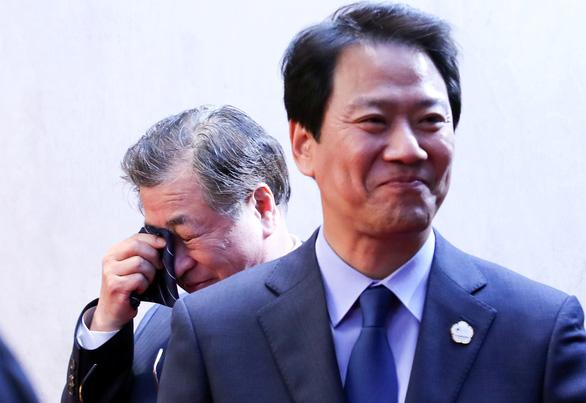 Trùm tình báo Hàn Quốc rơi nước mắt trong thượng đỉnh liên Triều - Ảnh 1.