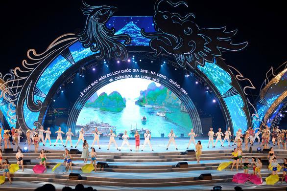 Rực rỡ sắc màu đêm Carnaval Hạ Long - Ảnh 1.
