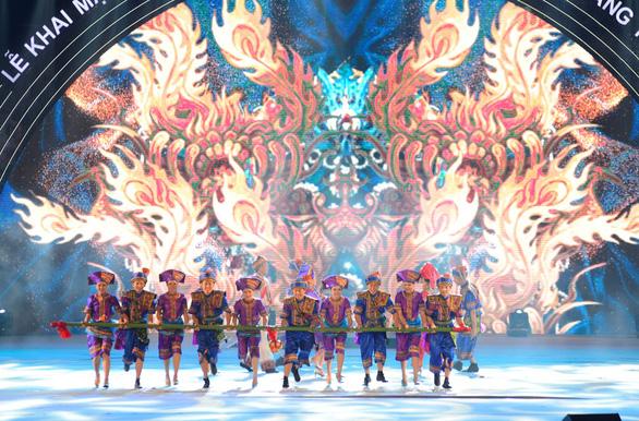 Rực rỡ sắc màu đêm Carnaval Hạ Long - Ảnh 3.
